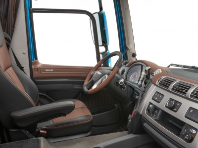 19-2017-New-DAF-CF-Exclusive-Line-Interior