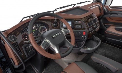 22-2017-New-DAF-XF-Exclusive-Line-Interior
